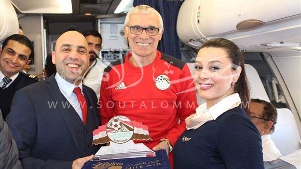«استقبال الفاتحين» لاعبي المنتخب في المطار (صور)
