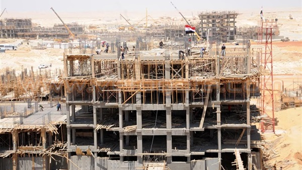 «الإسكان» تنفي توقف العمل بالعاصمة الإدارية الجديدة