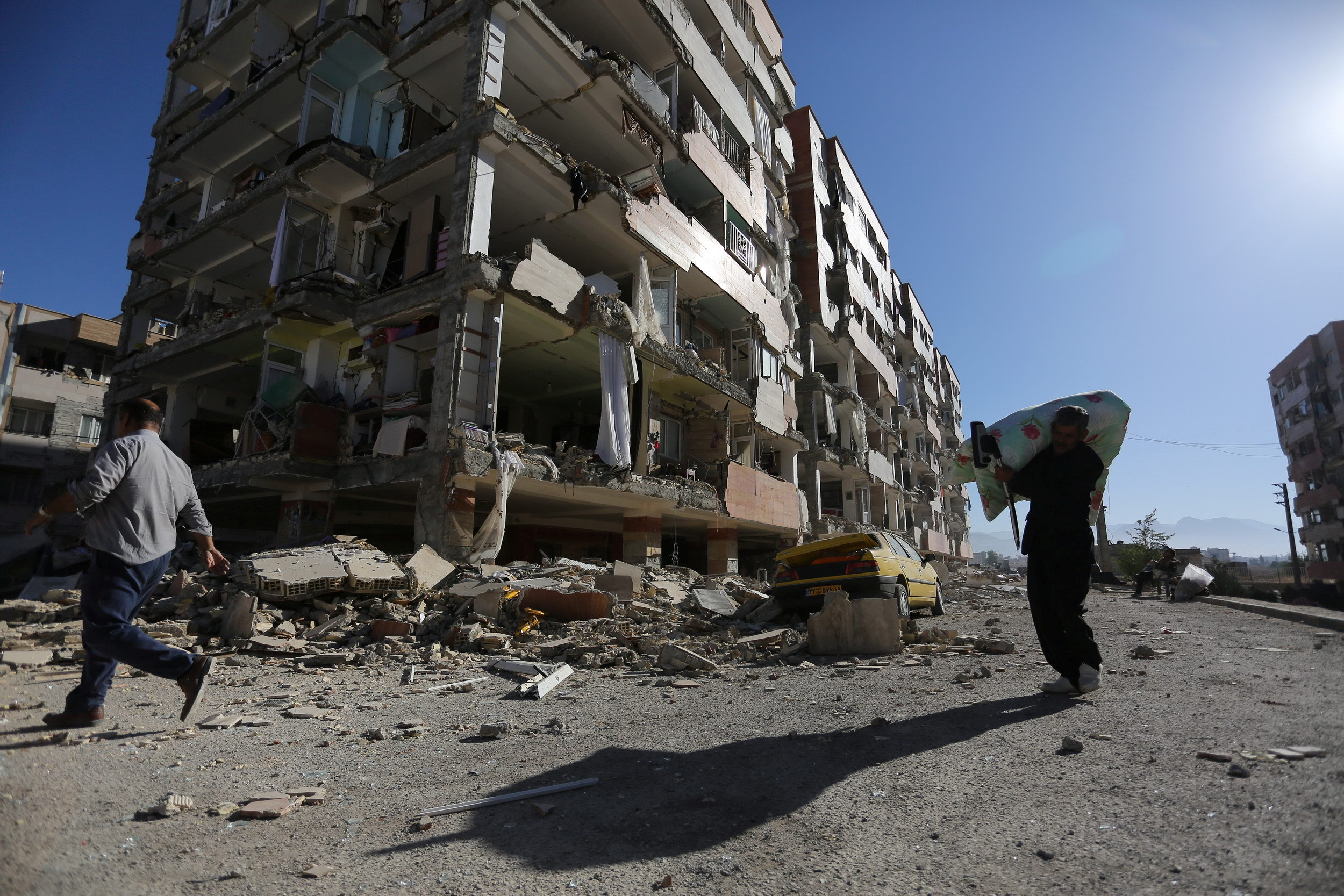 1544469-زلزال-مدمر-يضرب-الحدود-الإيرانية-العراقية
