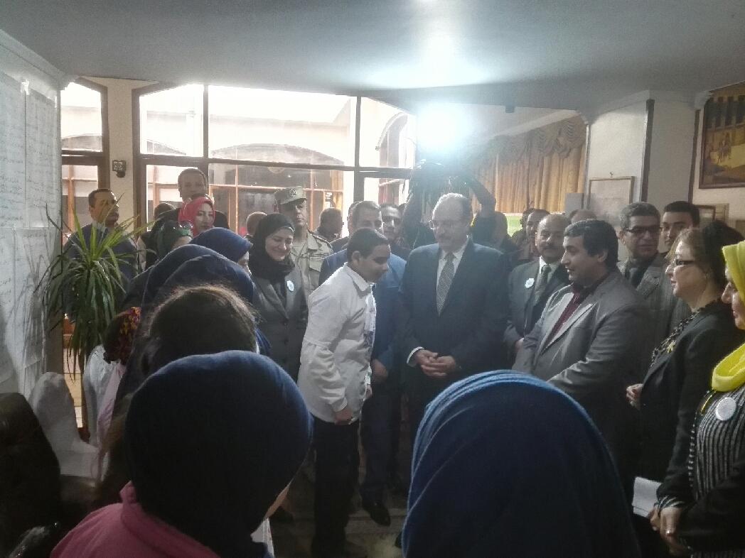 4- المحافظ مع الطلاب ذوى الاحتياجات الخاصة