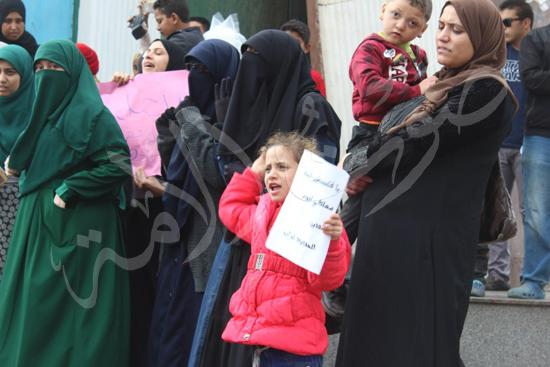 90492-2-طفلة-ترفع-القدس-عربية