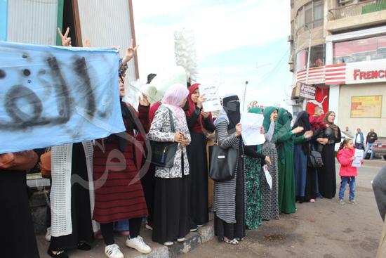 110377-4-المتظاهرون-يرفعون-لافتات-مؤيدة-للقدس