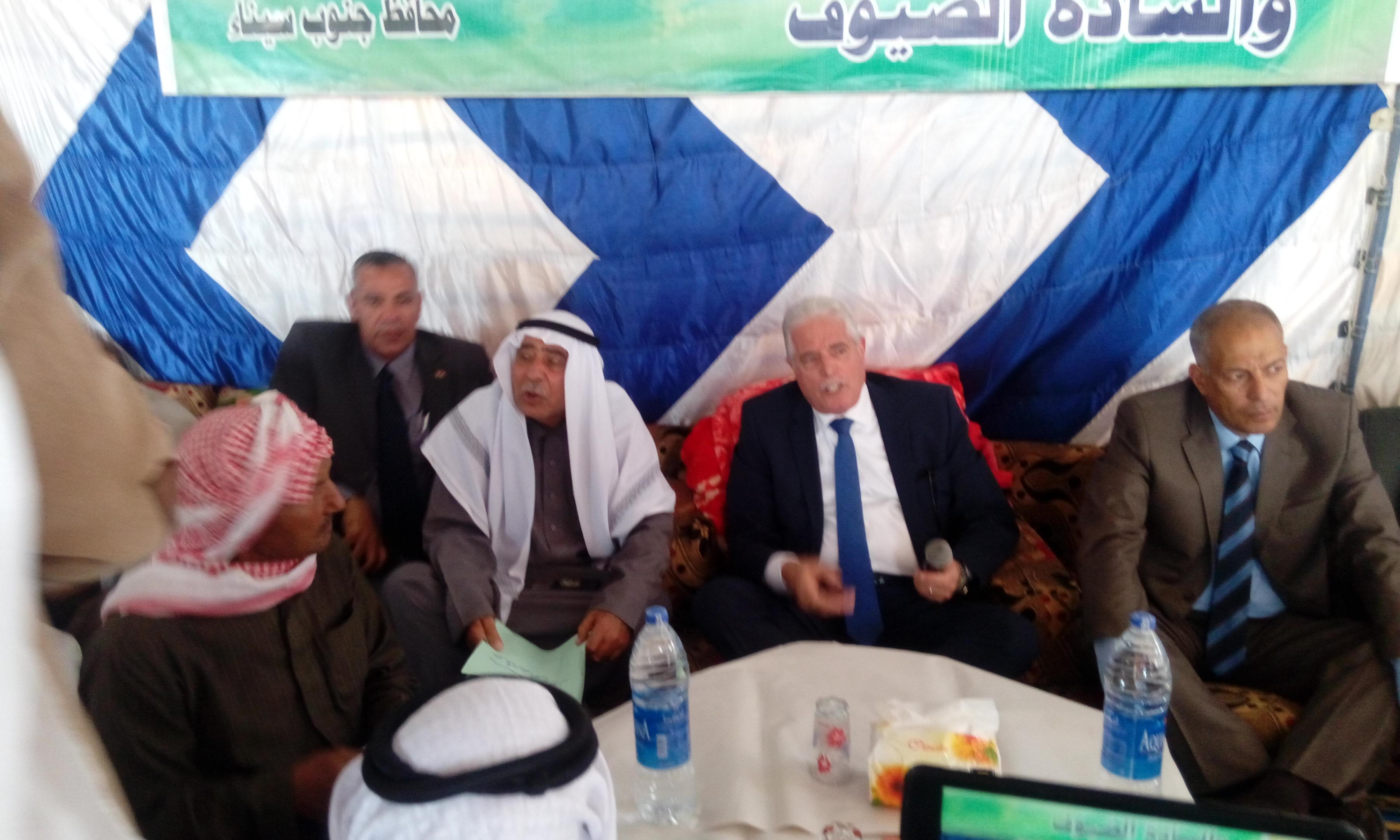 اللواء خالد فودة محافظ جنوب سيناء  مع مشايخ مدينة ابورديس