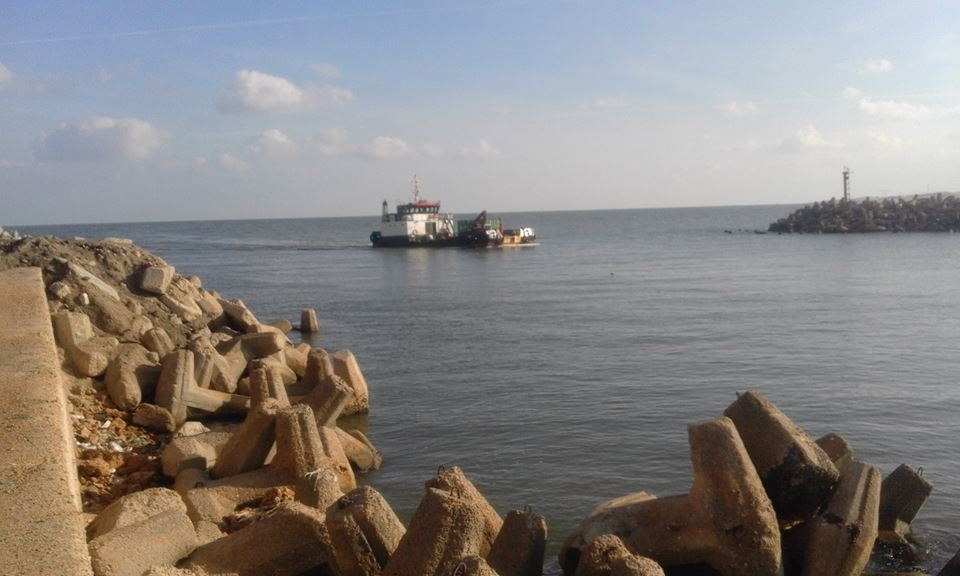2- ميناء البرلس يستقبل  قاطرة قادمة من بورسعيد