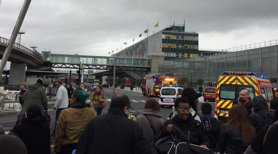 إخلاء مطار أورلي في باريس