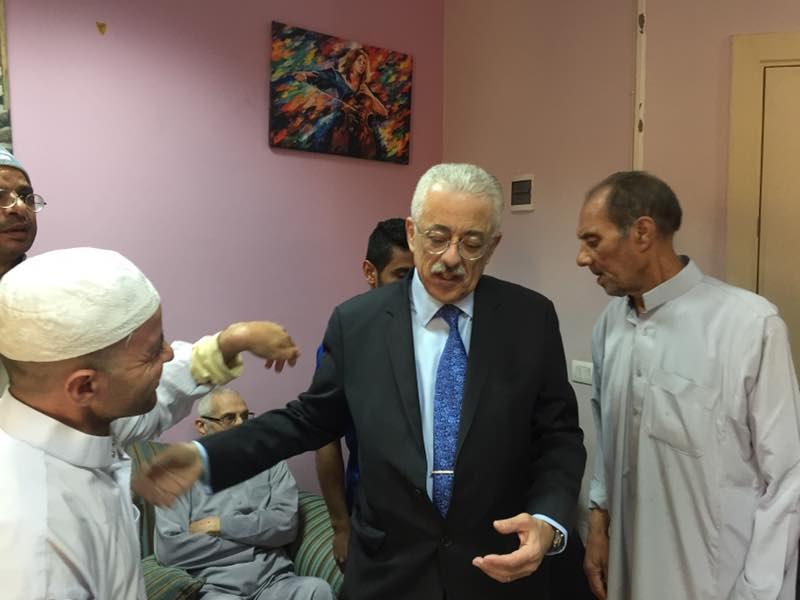 وزير التعليم يتفقد جمعية الباقيات الصالحات للأيتام.....