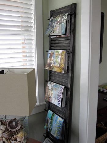 استخدام اللشيش كمكتبه طولية لتعليق المجلات عليه
