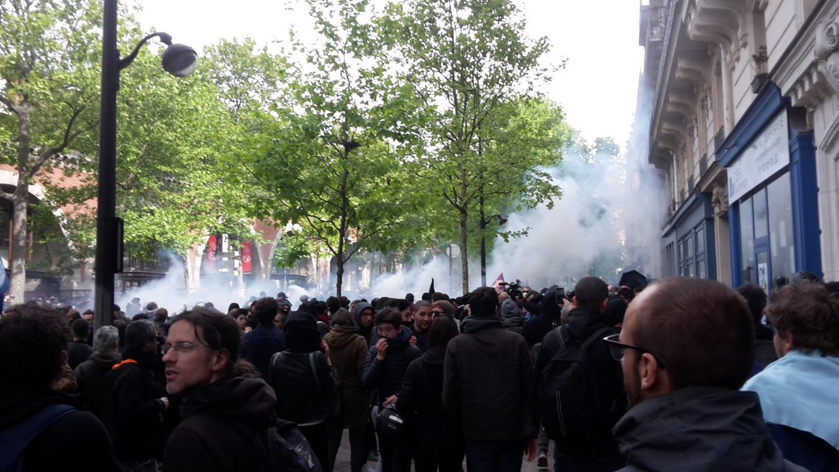 الغاز المسيل للدموع بمظاهرات فرنسا