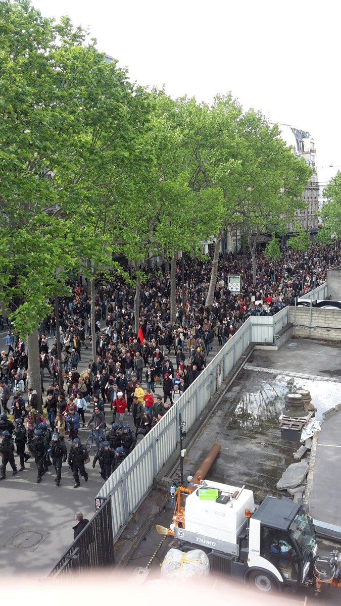 المسيرات في شوارع فرنسا