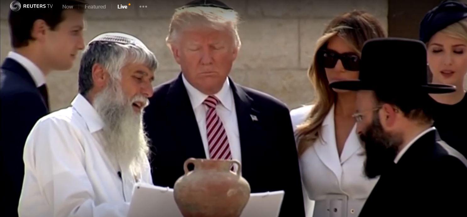 دونالد ترامب وايفانكا يرتديان «القبعة اليهودية» بكنيسة القيامة (صور)   صوت الأمة