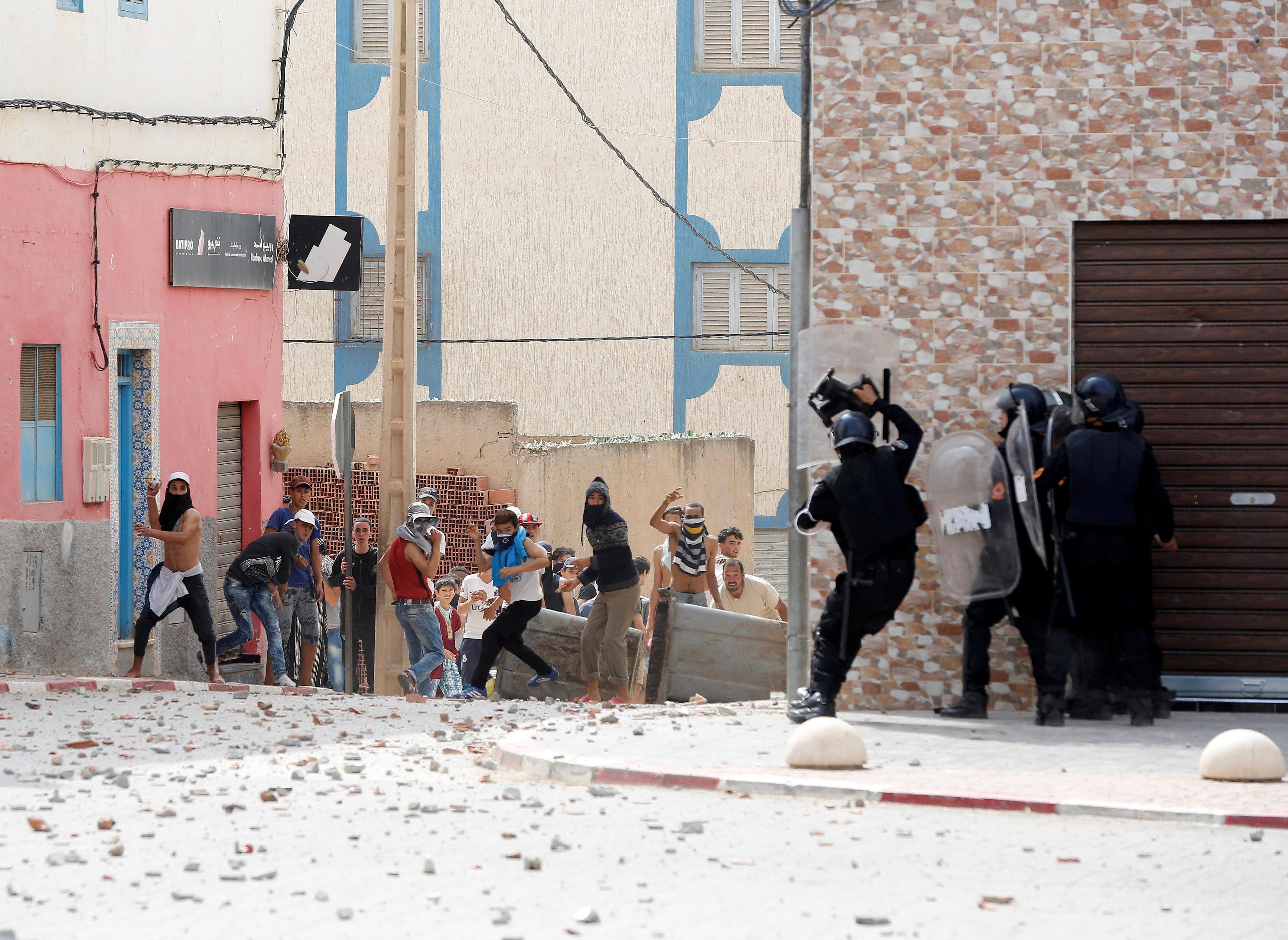 اندلاع اشتباكات فة مدينة امزورن المغربية