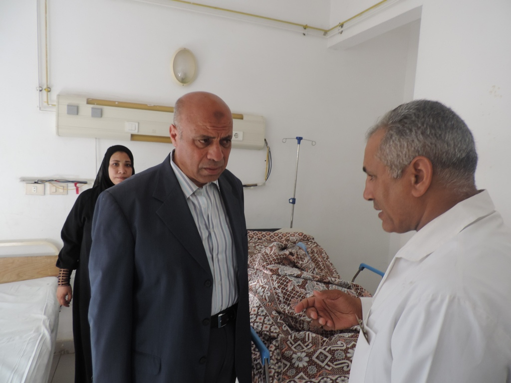 مدير أمن مطروح يزور مصابي حادث الأتوبيس  (8)