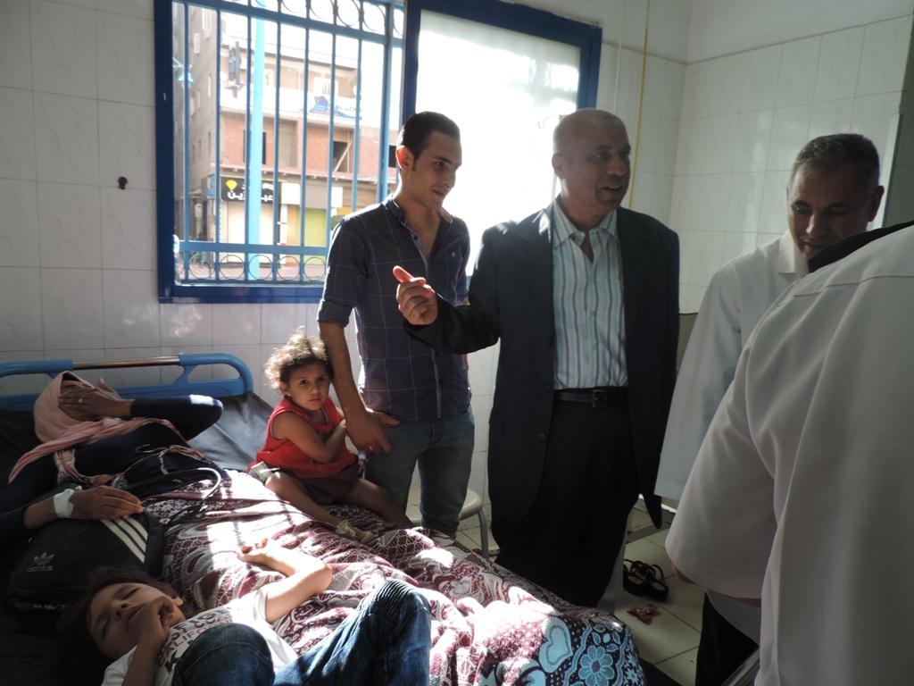 مدير أمن مطروح يزور مصابي حادث الأتوبيس  (4)
