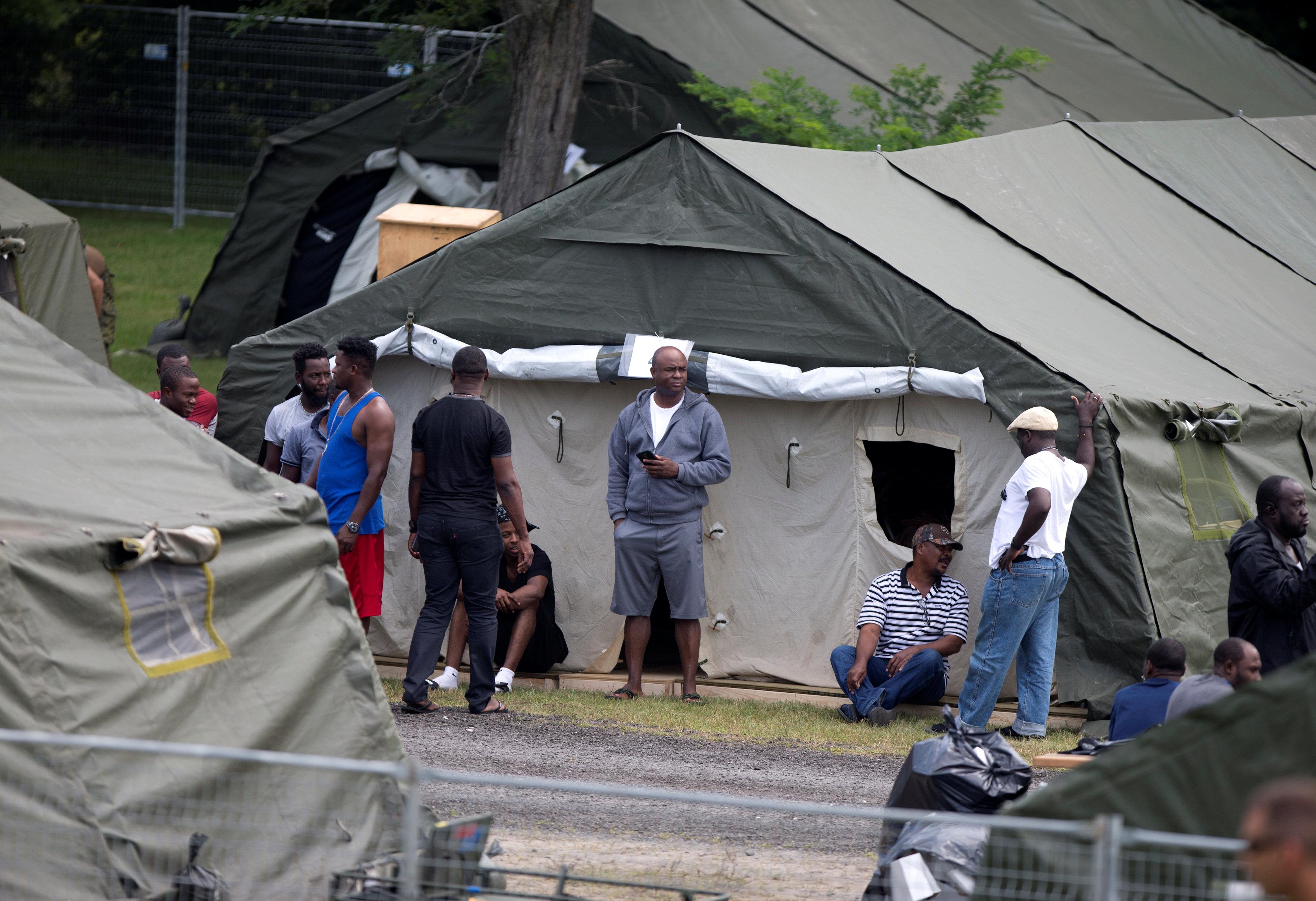 عدد من اللاجئون بالمخيمات