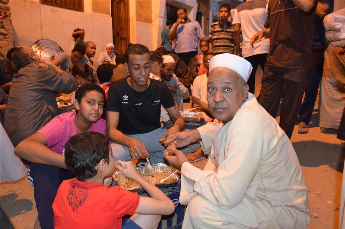 افطار جماعي لاهالي عزبة يوم عرفة بالاقصر (2)