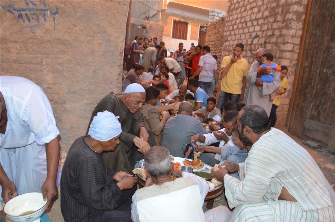 افطار جماعي لاهالي عزبة يوم عرفة بالاقصر (7)