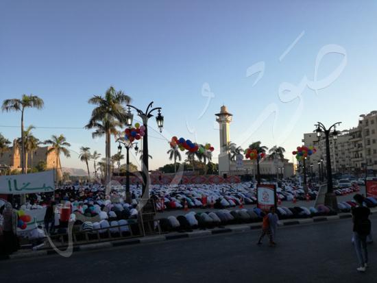 محافظ الاقصر ومدير الامن يشهدان صلاة العيد (10)