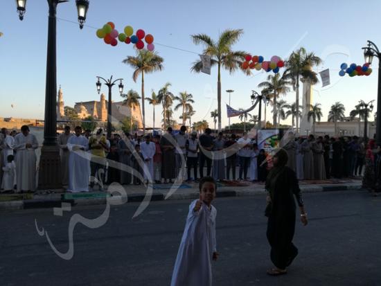 محافظ الاقصر ومدير الامن يشهدان صلاة العيد (8)