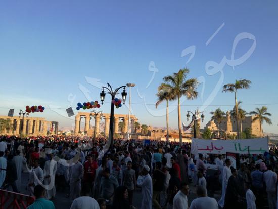 محافظ الاقصر ومدير الامن يشهدان صلاة العيد (14)