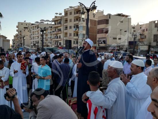 محافظ الاقصر ومدير الامن يشهدان صلاة العيد (2)