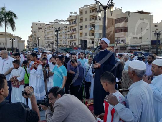 محافظ الاقصر ومدير الامن يشهدان صلاة العيد (3)