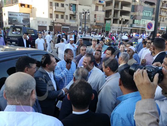 محافظ الاقصر ومدير الامن يشهدان صلاة العيد (4)