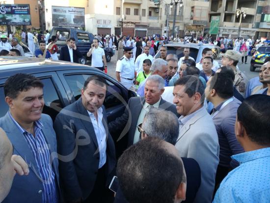 محافظ الاقصر ومدير الامن يشهدان صلاة العيد (5)
