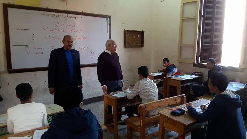 محافظ بورسعيد يتفقد لجان الامتحانات (2)