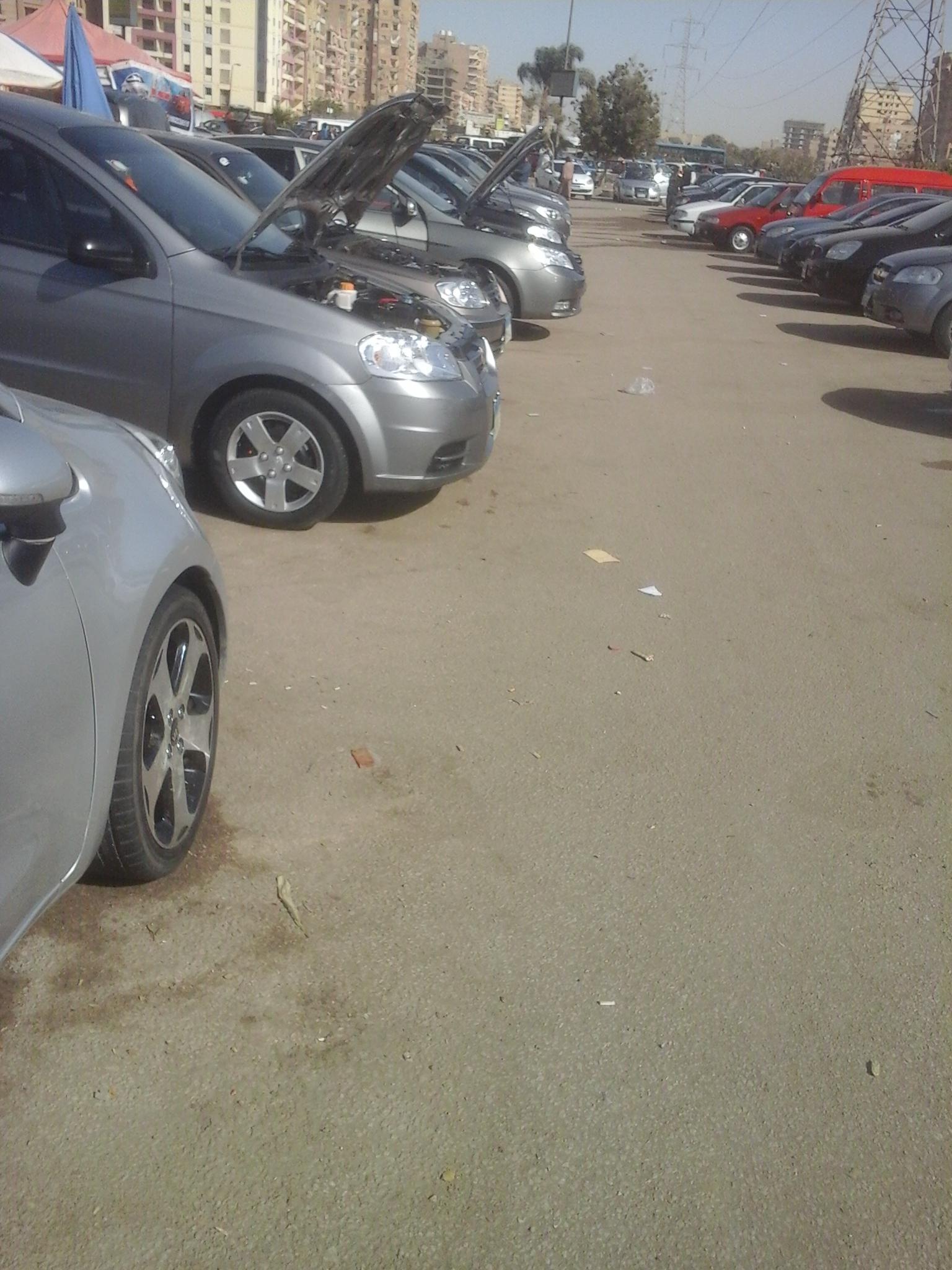 سيارات مستعملة تنتظر زبائن
