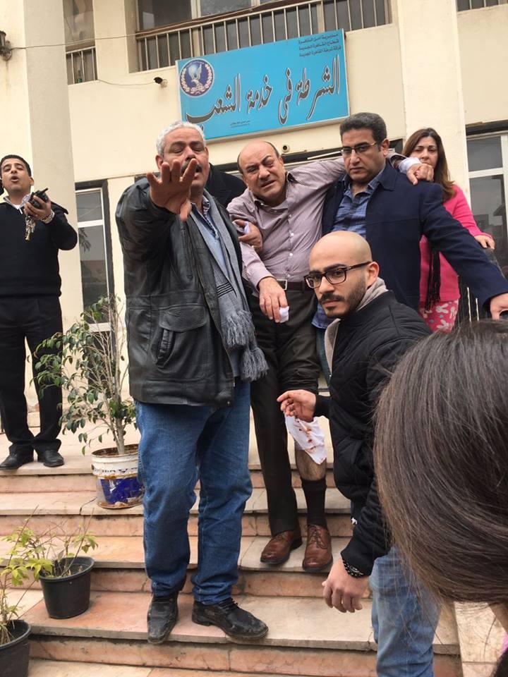 ننشر صور هشام جنينة عقب التعدي عليه أثناء خروجه من فيلته (2)