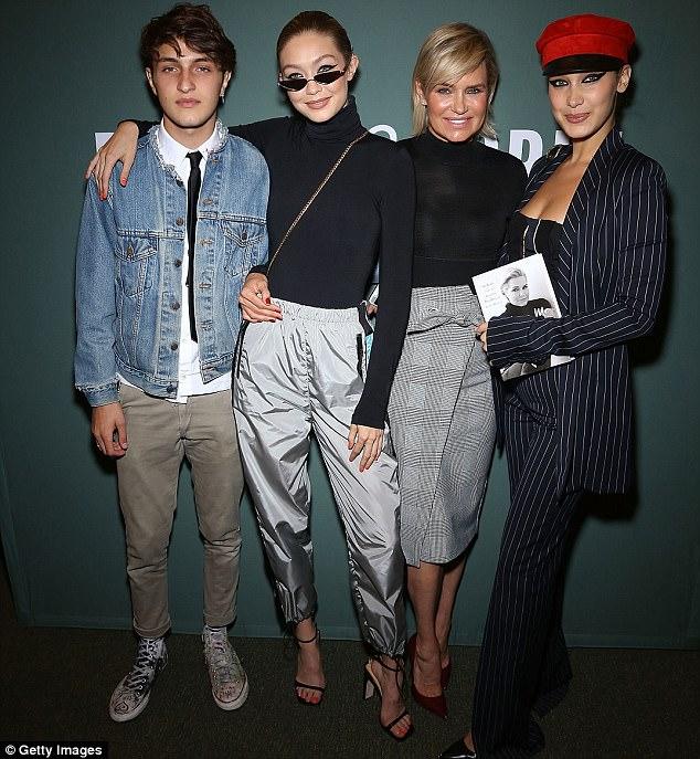 جيجى وبيلا حديد على غلاف Vogue  (4)