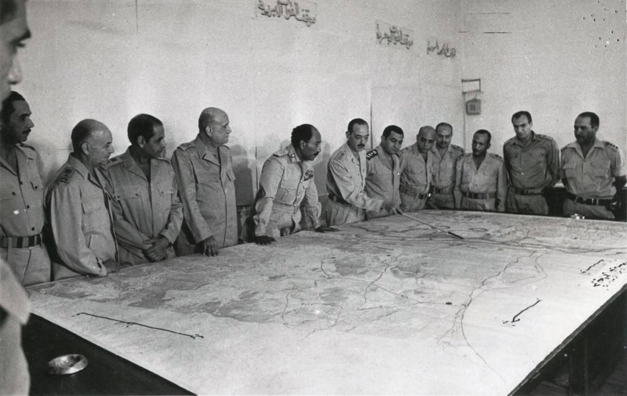 الرئيس السادات فى غرفة الحرب