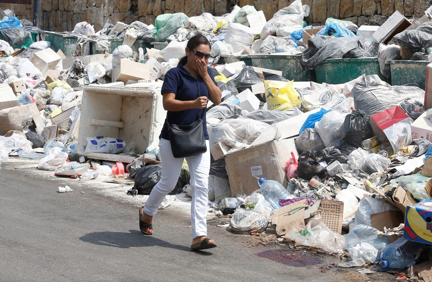 تكدس الشوارع بالقمامة