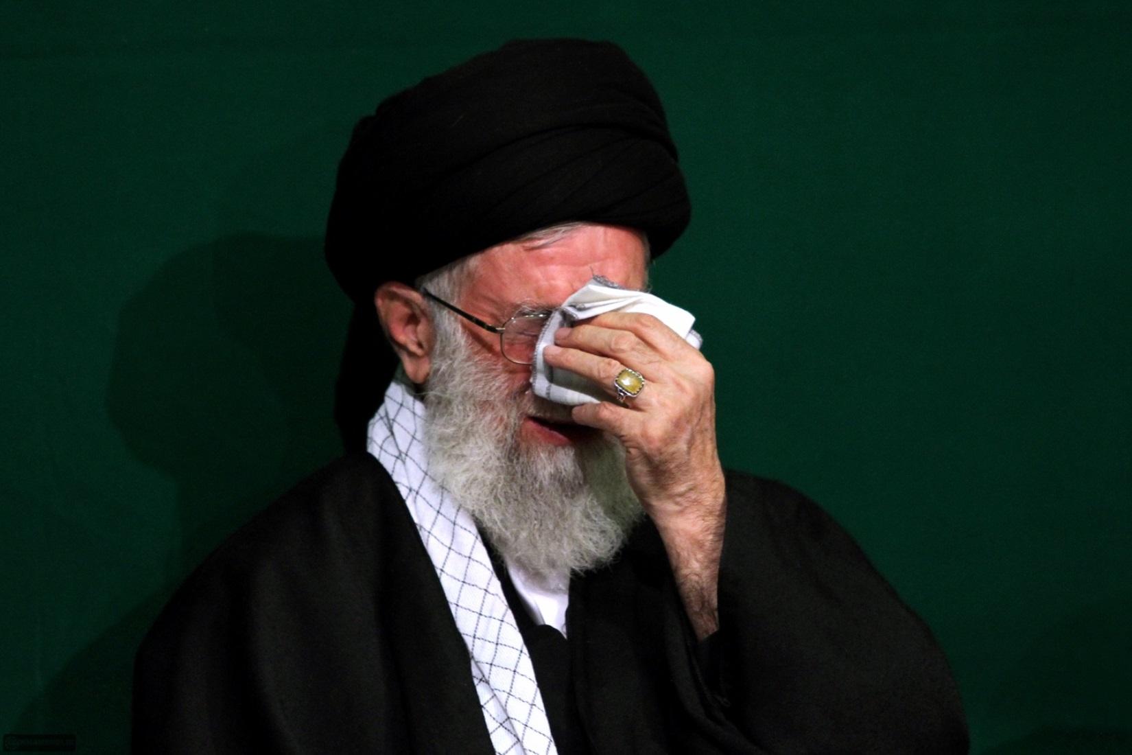 على خامنئى مرشد الثورة الايرانية