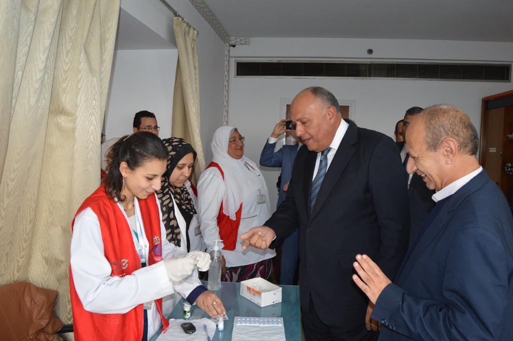 وزير الخارجية يشارك في مبادرة 100 مليون صحة (1)