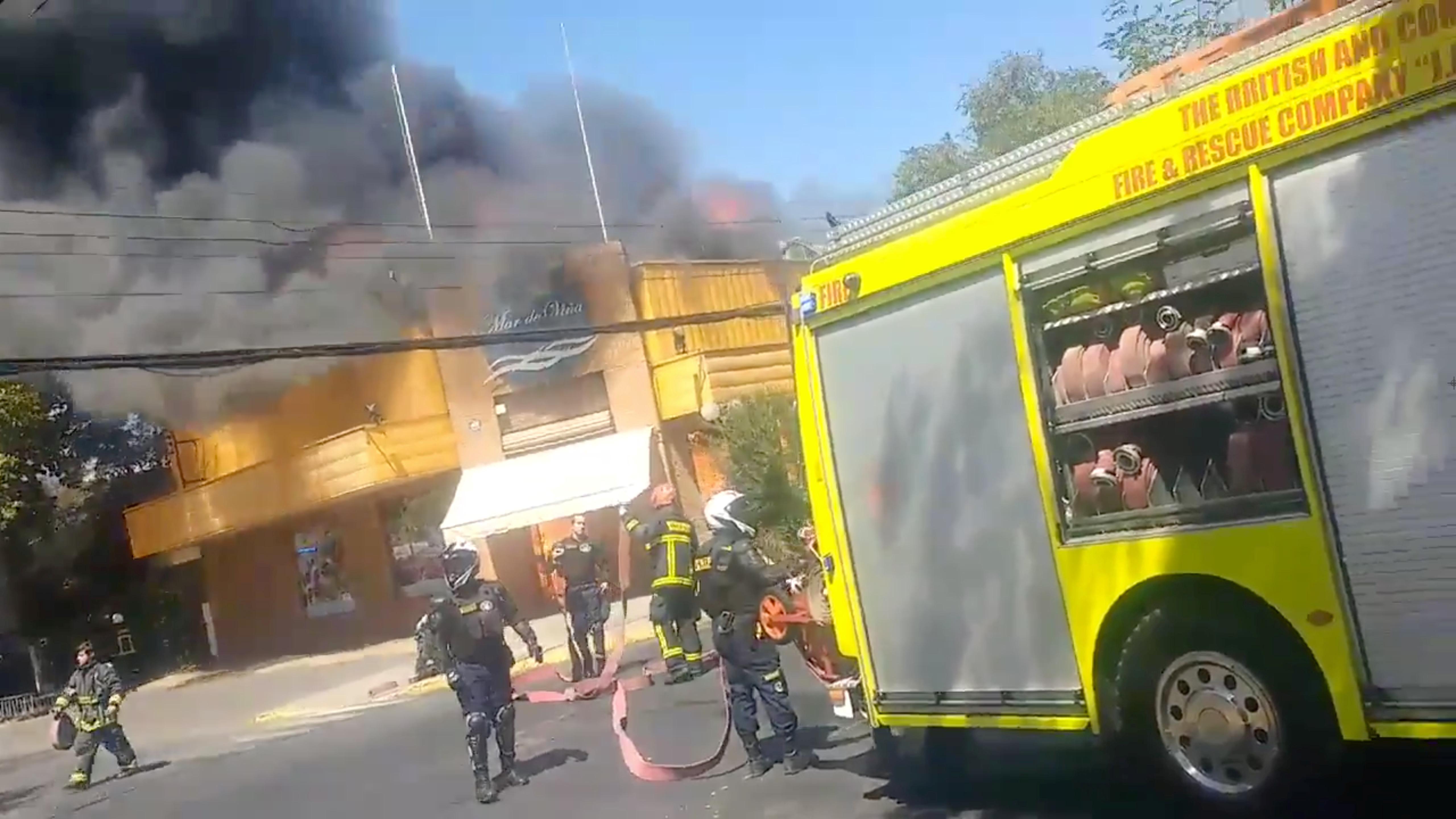 2065353-حريق-بأحد-المطاعم-فى-تشيلى