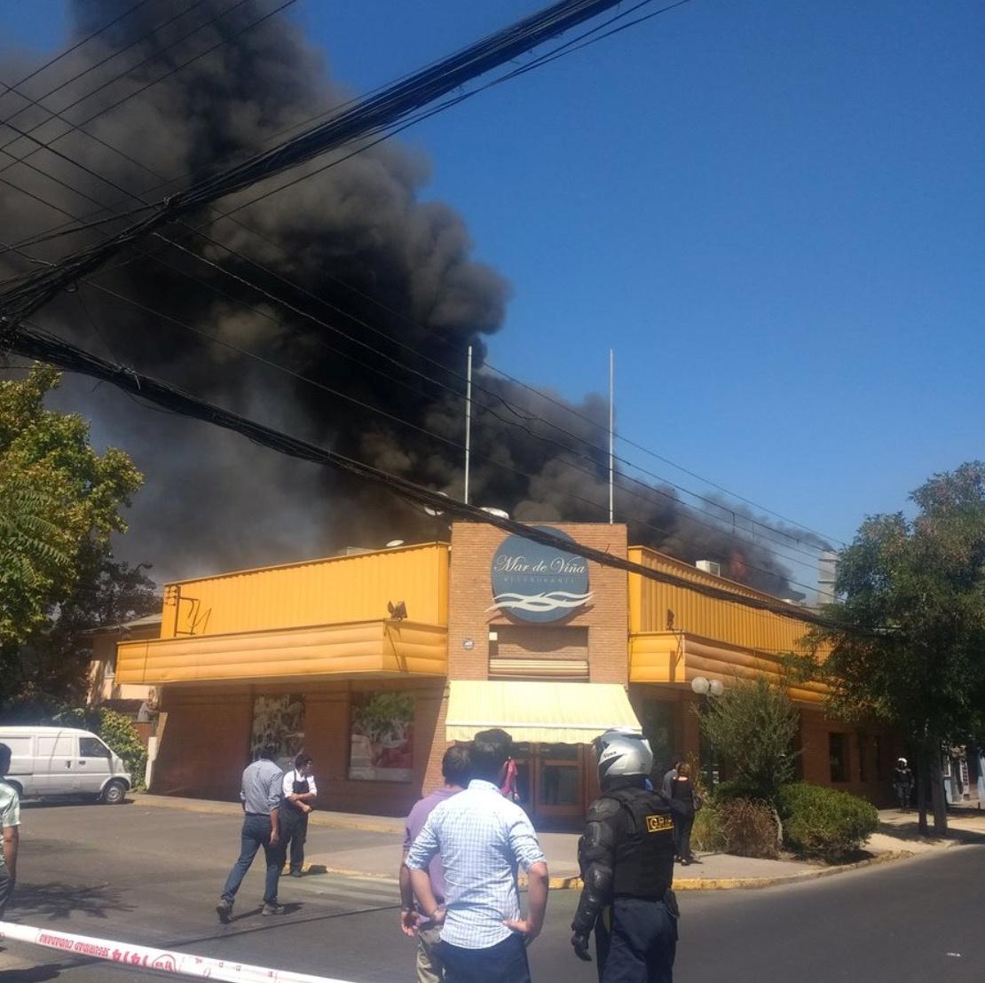 353032-حريق-يلتهم-أحد-المطاعم-بتشيلى