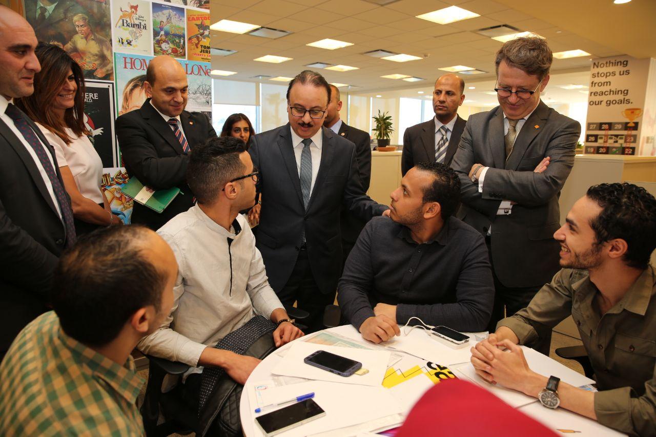 ياسر القاضى فى مقر الشركة الجديد