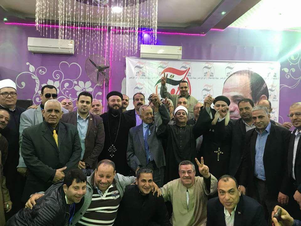 مسلم ومسيحى يد واحدة فى مؤتمر حاشد  لدعم السيسي بديرب نجم (4)