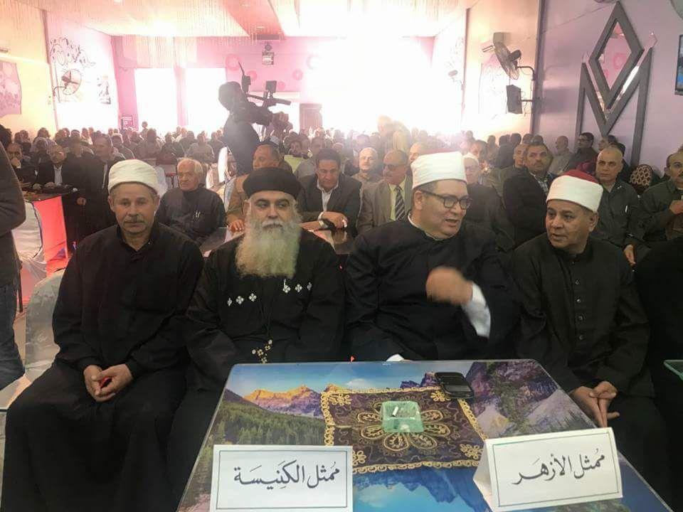 مسلم ومسيحى يد واحدة فى مؤتمر حاشد  لدعم السيسي بديرب نجم (2)