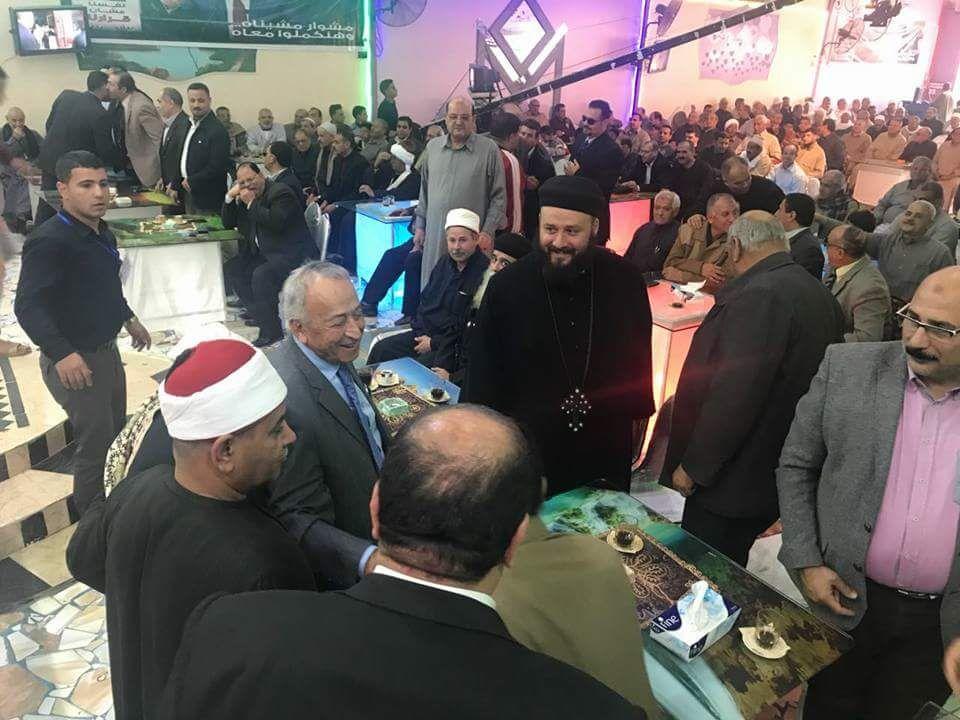 مسلم ومسيحى يد واحدة فى مؤتمر حاشد  لدعم السيسي بديرب نجم (6)