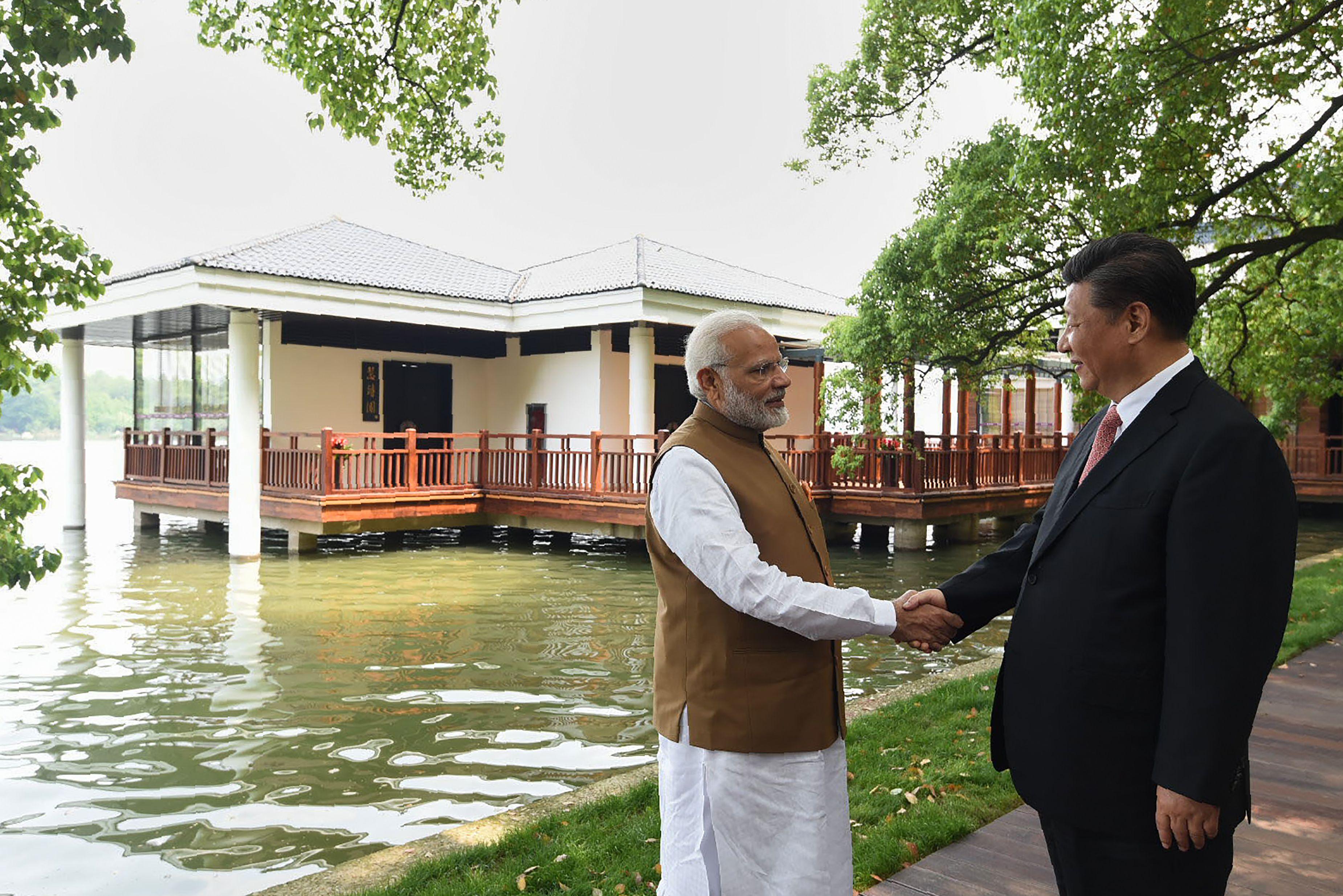 صور لقاء الرئيس الصينى ورئيس وزراء الهند (8)