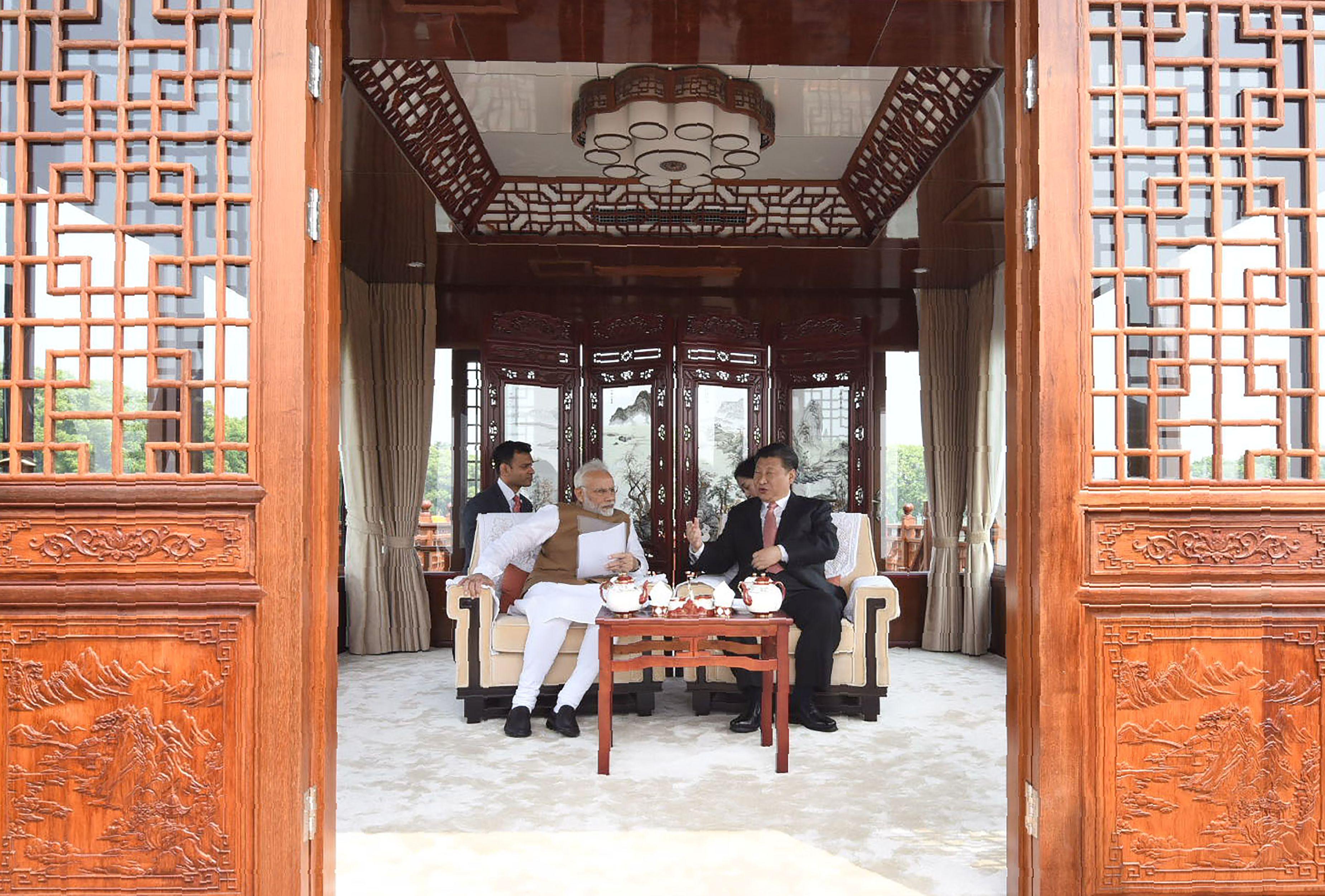 صور لقاء الرئيس الصينى ورئيس وزراء الهند (7)