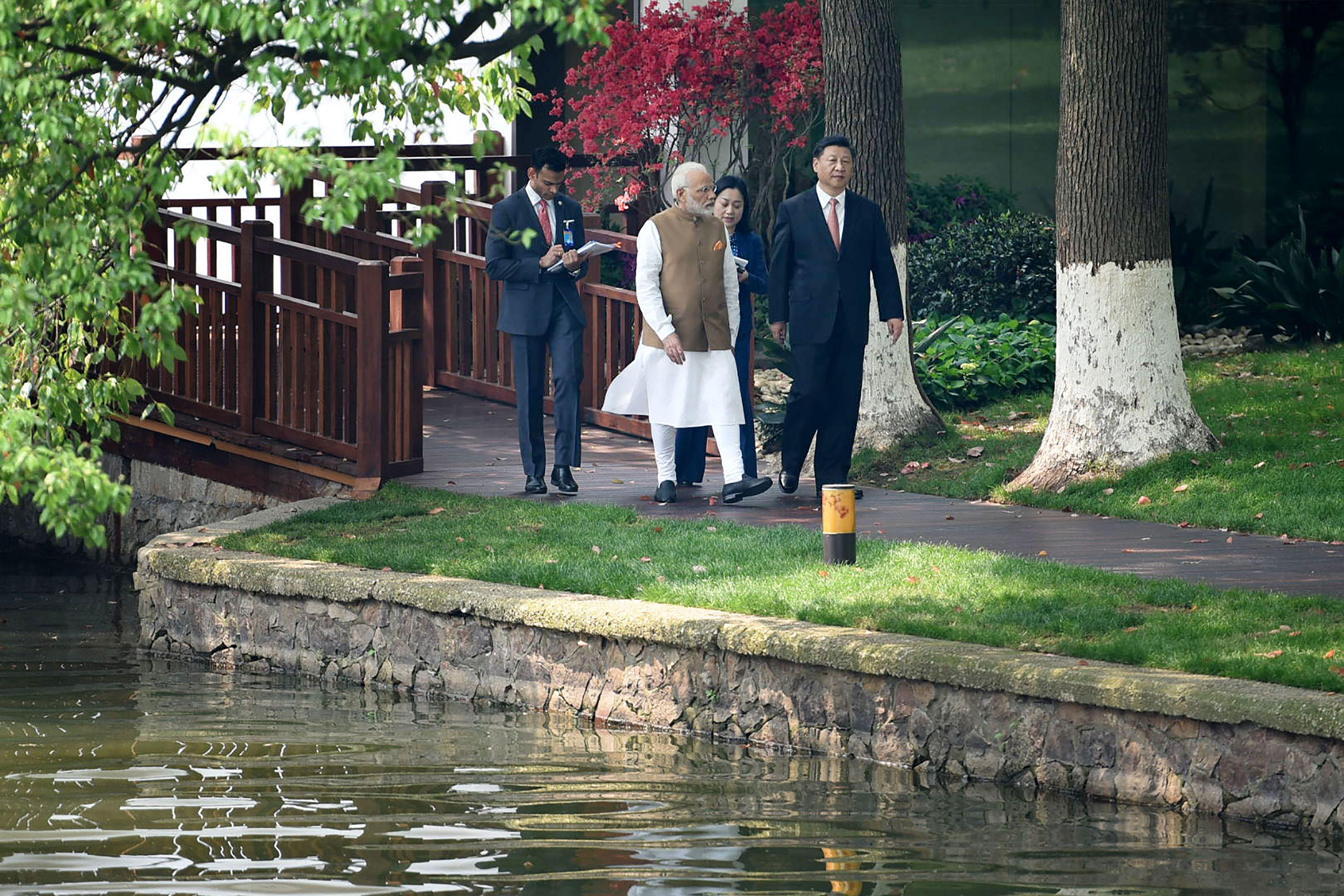 صور لقاء الرئيس الصينى ورئيس وزراء الهند (6)