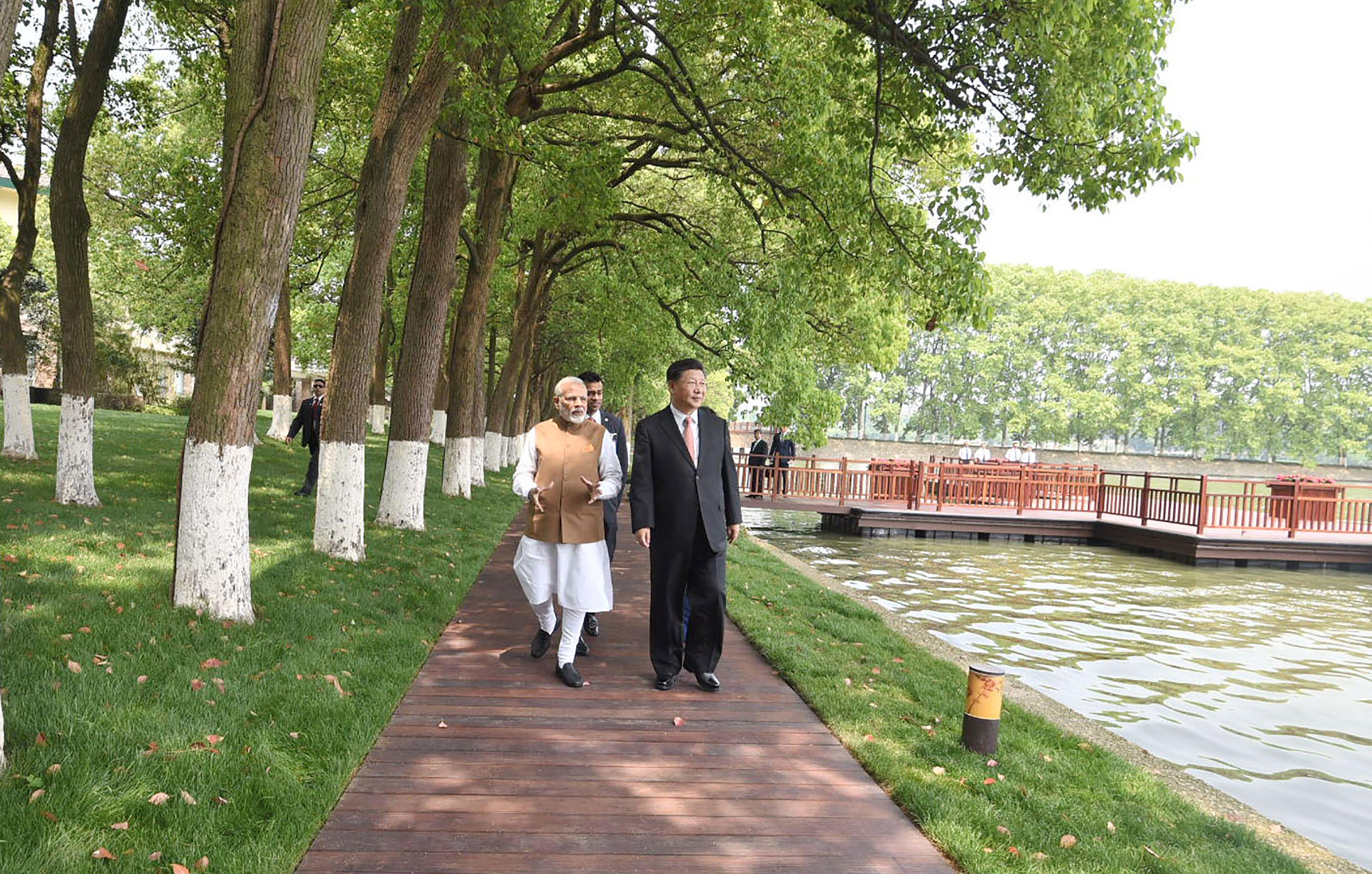 صور لقاء الرئيس الصينى ورئيس وزراء الهند (5)