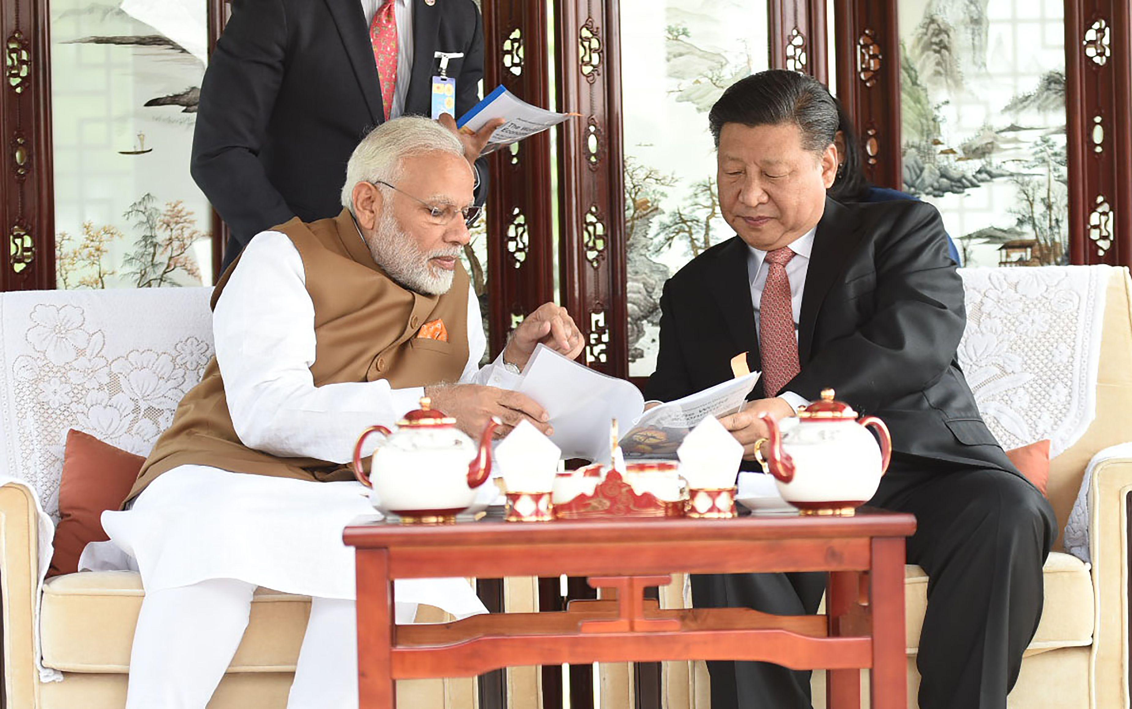 صور لقاء الرئيس الصينى ورئيس وزراء الهند (1)