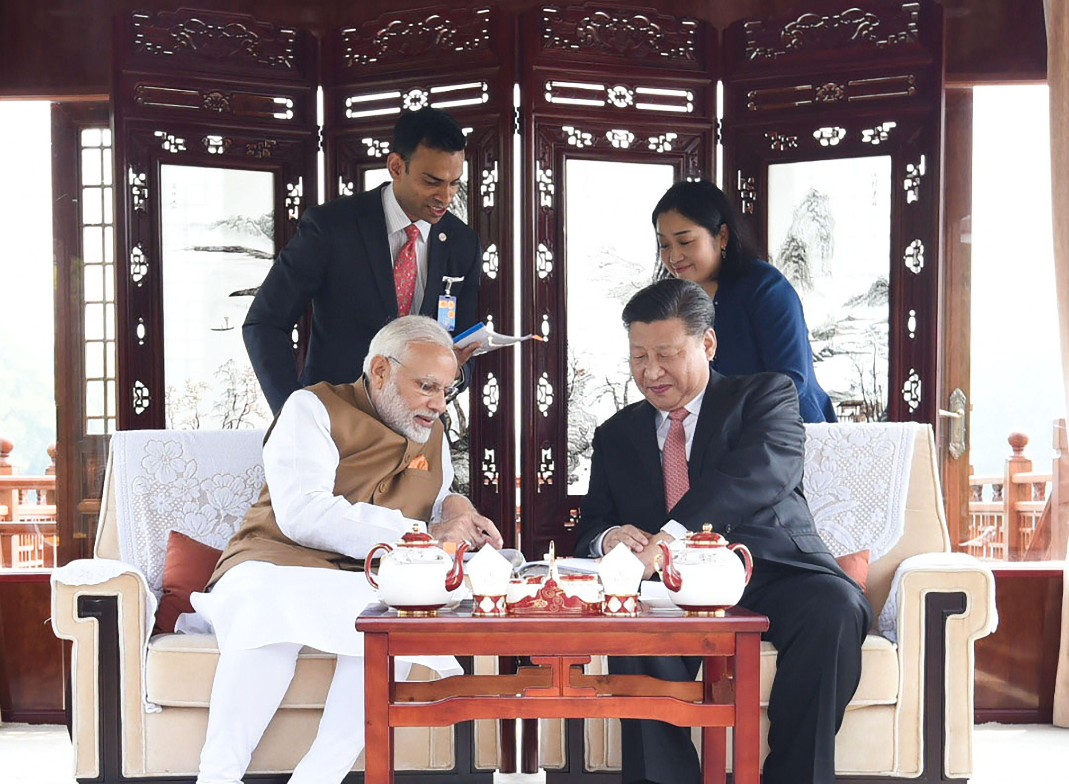 صور لقاء الرئيس الصينى ورئيس وزراء الهند (3)