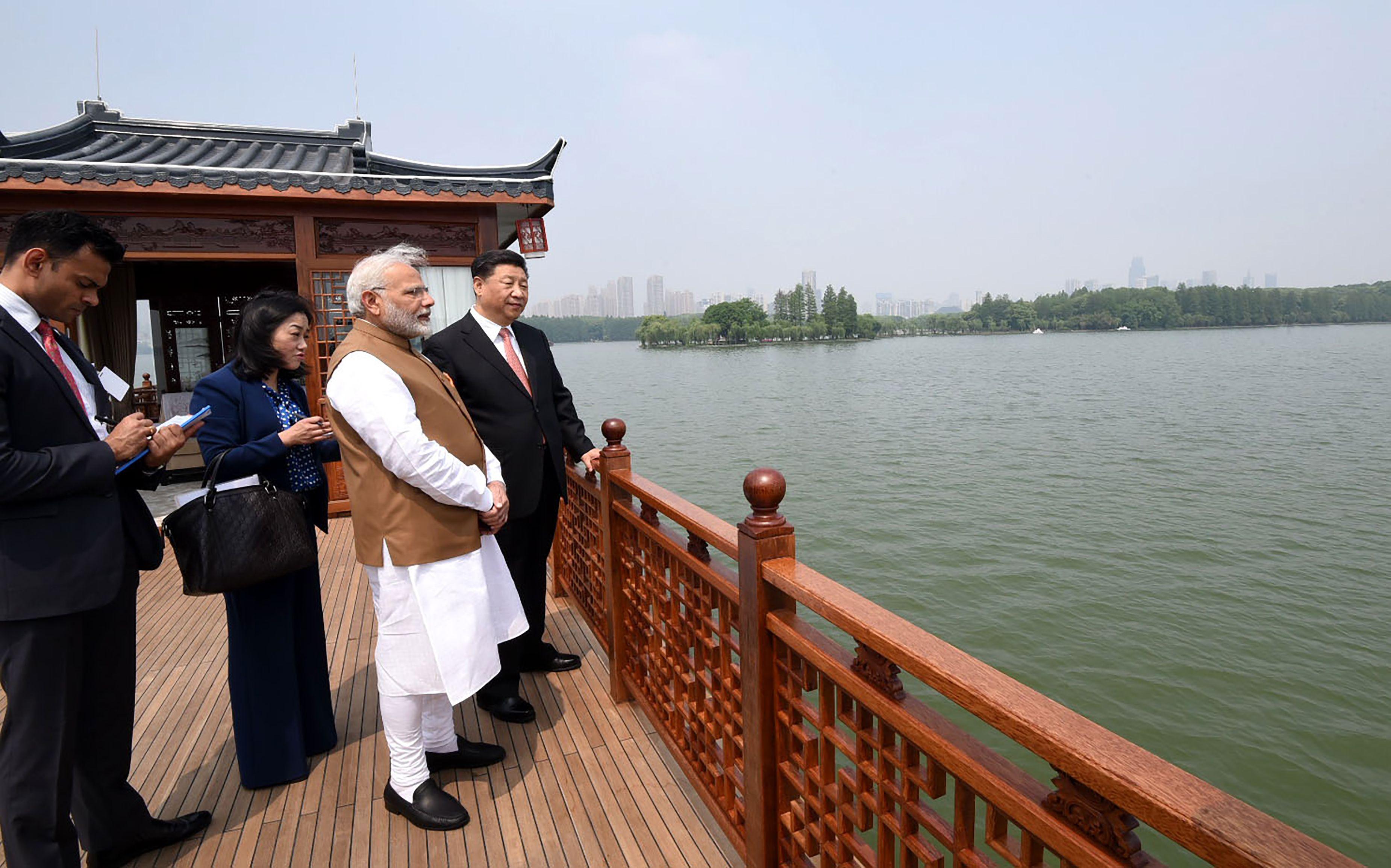 صور لقاء الرئيس الصينى ورئيس وزراء الهند (9)