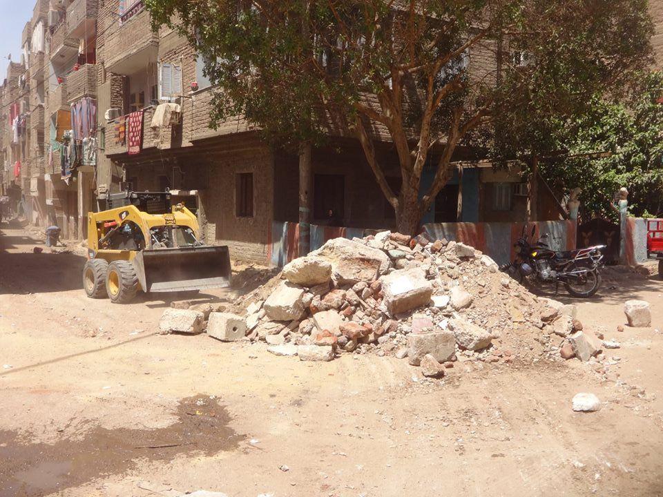 مجلس مدينة الأقصر يواصل رفع كفاءة وتطوير شوارع منطقة أبو الجود (2)