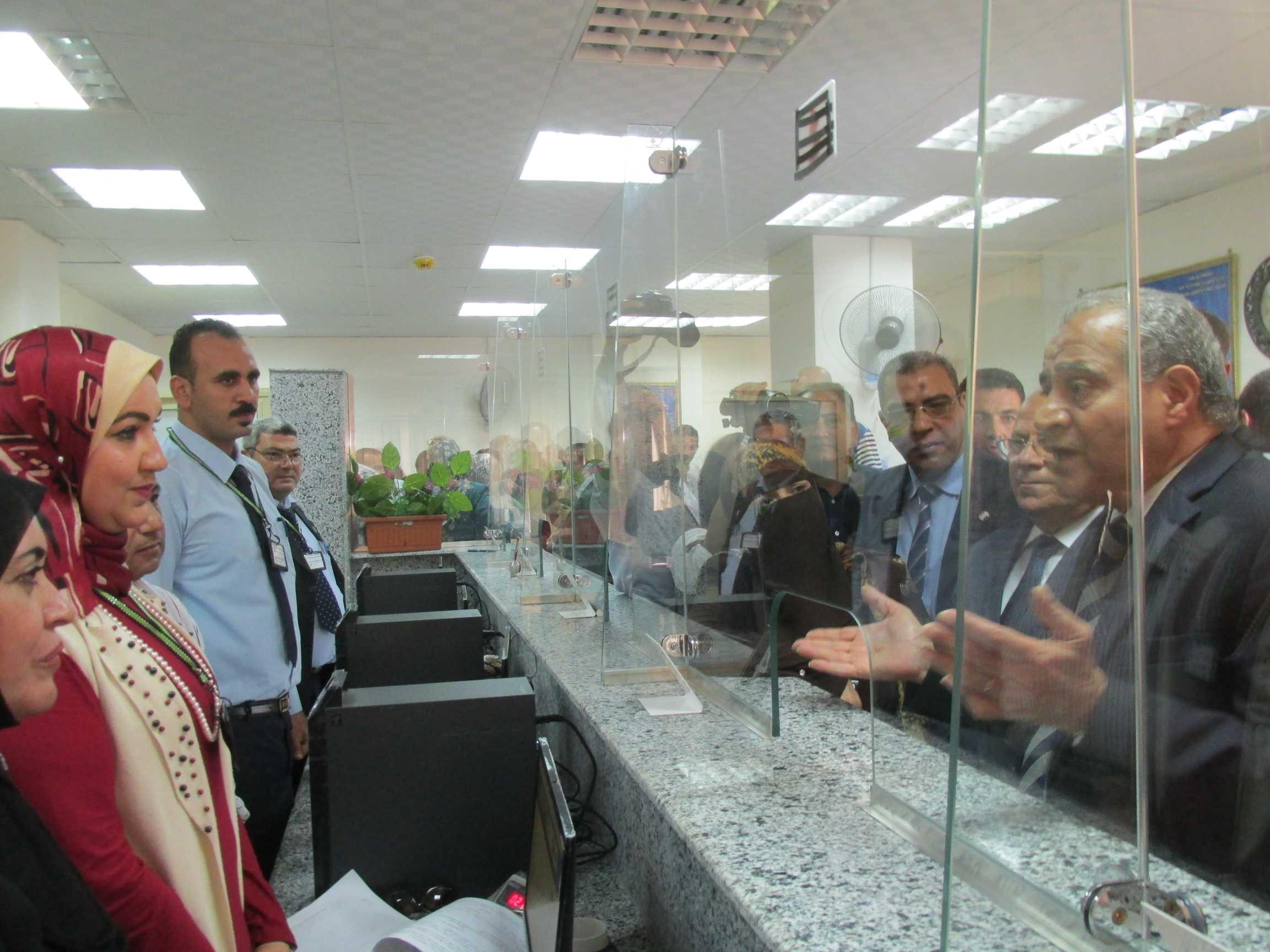 وزير التموين داخل المكز التموينى النموذجى ببورسعيد